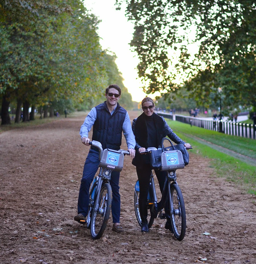 couple bicycle hyde park, ride a bike in the park